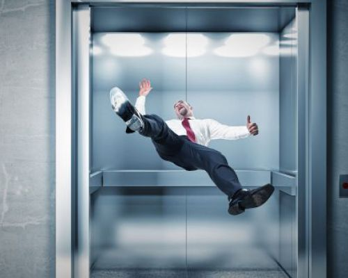 سقوط آسانسور (کمکهای اولیه)
